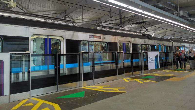 Review MRT Jakarta! Bener Gak Sih Berasa di Luar Negeri? Simak Reviewnya Berikut Ini!