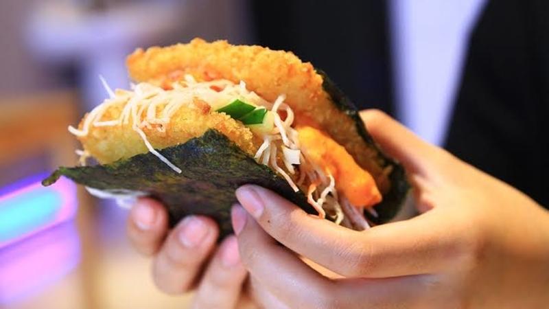 Review Burgushi, Paduan Unik Burger dan Sushi yang Bikin Penasaran!